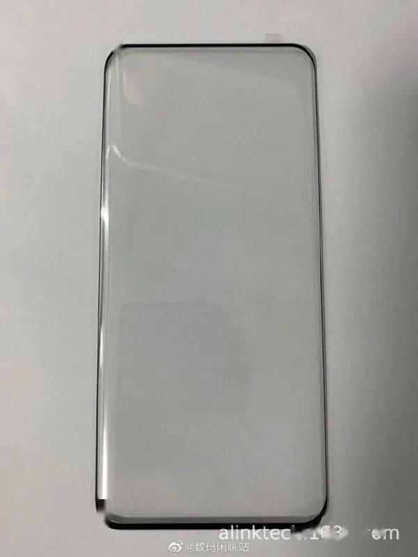 华为P50 Pro工厂钢化膜疑似遭曝光 对于新品你好奇吗?