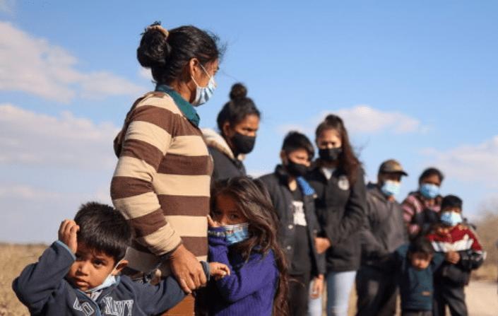 美国小镇涌入大量非法移民后不堪重负 镇长求助联邦政府被无视