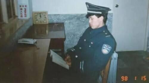 北大学霸保安队曾轰动全国的北大保安高考第一人,26年后怎么样了?