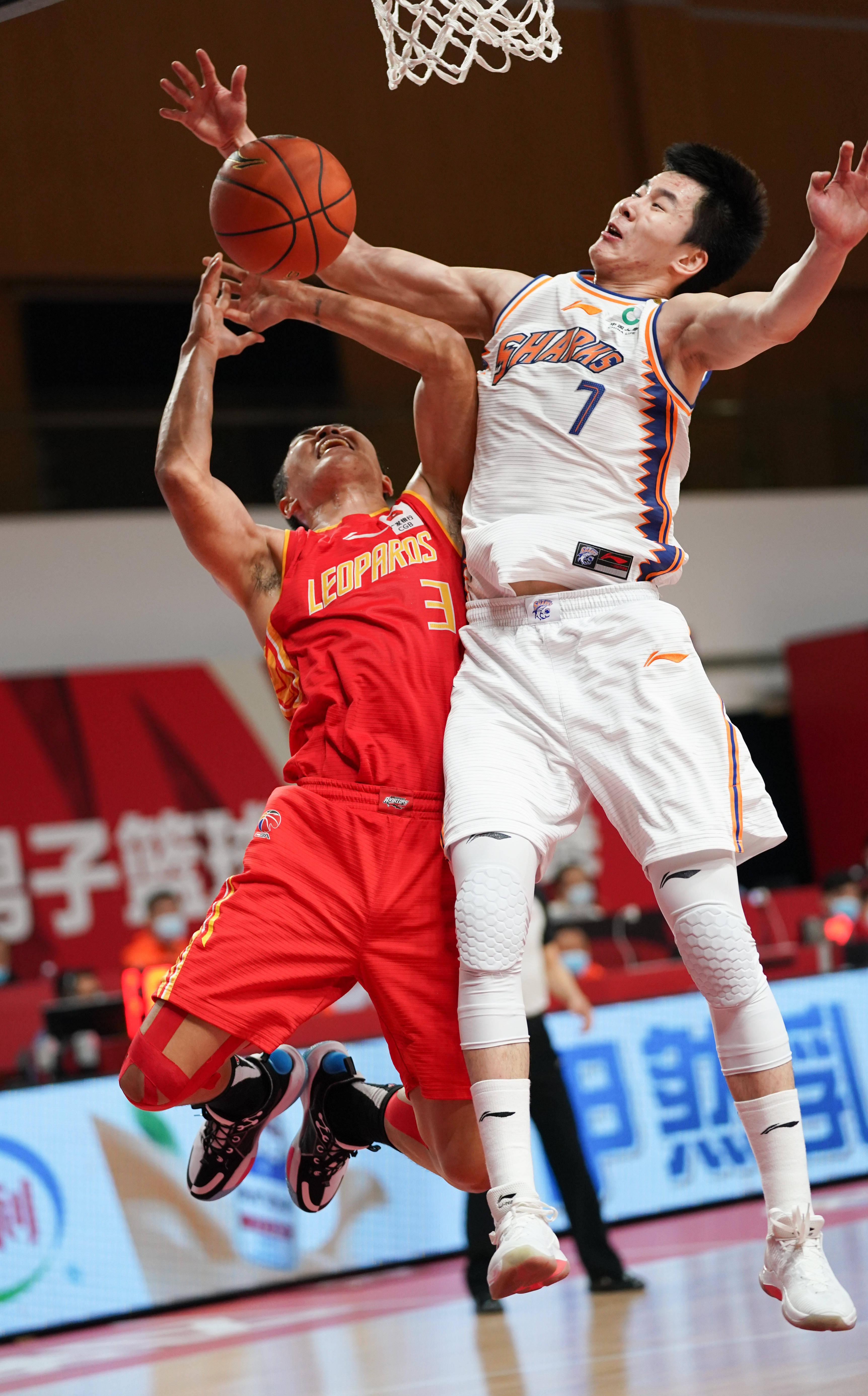 篮球——CBA常规赛第四阶段:深圳马可波罗胜上海久事