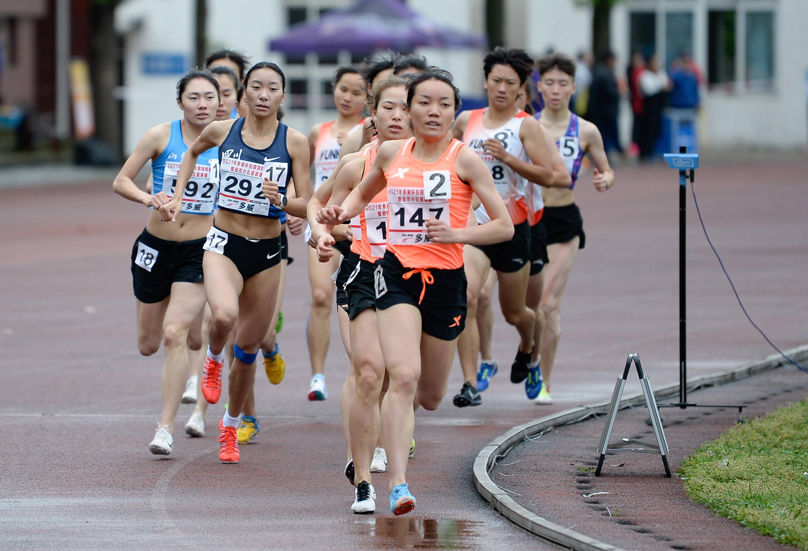田径——2021年投掷项群赛女子1500米决赛:胡志英夺冠