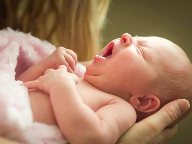 新生儿到底能不能经常抱?-家庭网