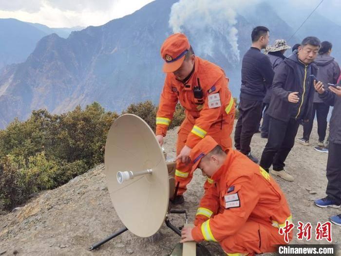 四川九龙县森林火灾:初判为雷击火 已调5架直升机增援