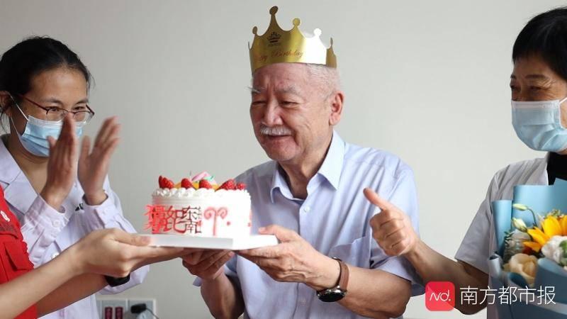 姚开泰院士老年公寓里庆祝90大寿,住养老院是因为……