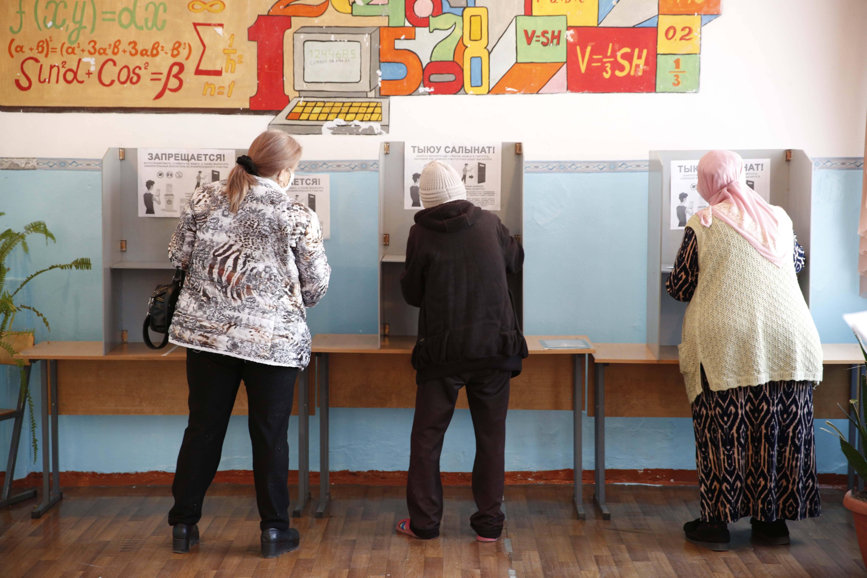 吉尔吉斯斯坦举行宪法公投和地方议会选举