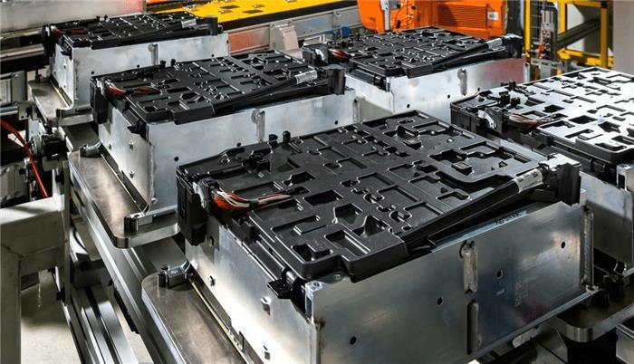 """20万吨退役电池大量流入黑市 新能源汽车如何避免""""新污染""""?"""
