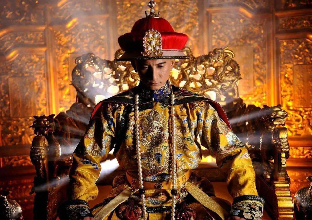 历史上最荒唐的皇帝,皇后死后,竟爬进棺材和已死