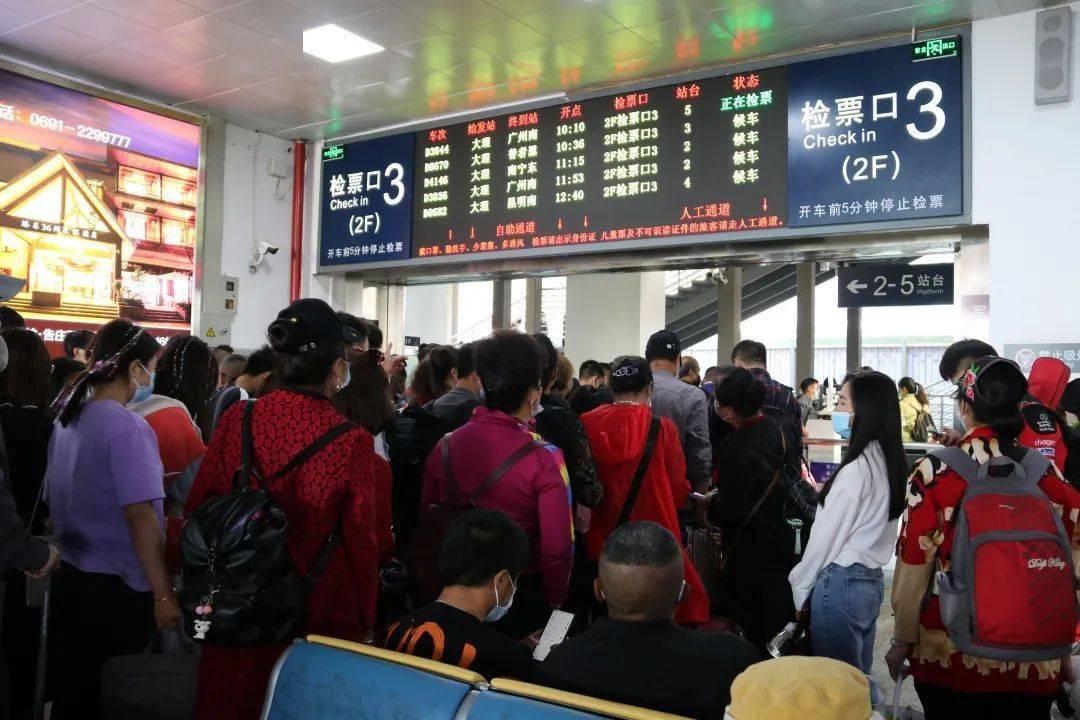大理人特有的假期,飞机、火车挤爆啦!