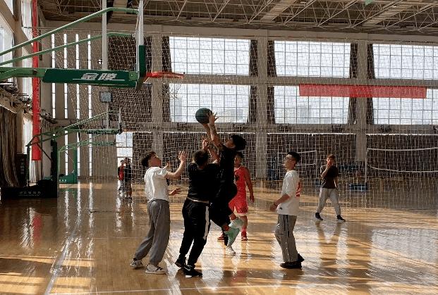 人文与艺术设计系开展春季篮球比赛