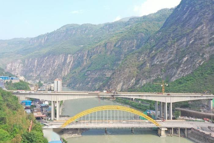 峨边大渡河特大桥顺利合龙 预计峨汉高速2022年全线通车