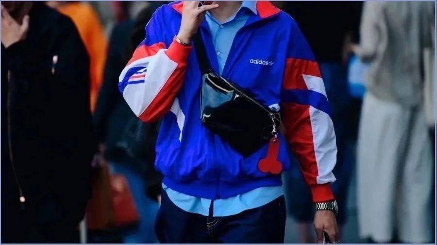 为什么姑娘们都偏爱背包的男人?