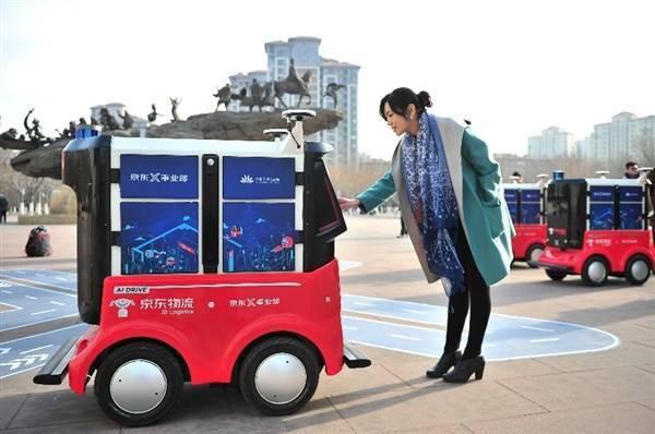 京东物流是JD.COM第三大上市公司,年收入734亿,接近顺丰的一半
