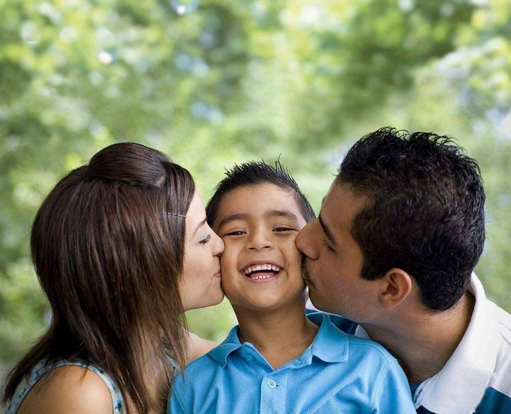 想让孩子阳光又自信 父母只需做到三个字 早看到你家娃早受益