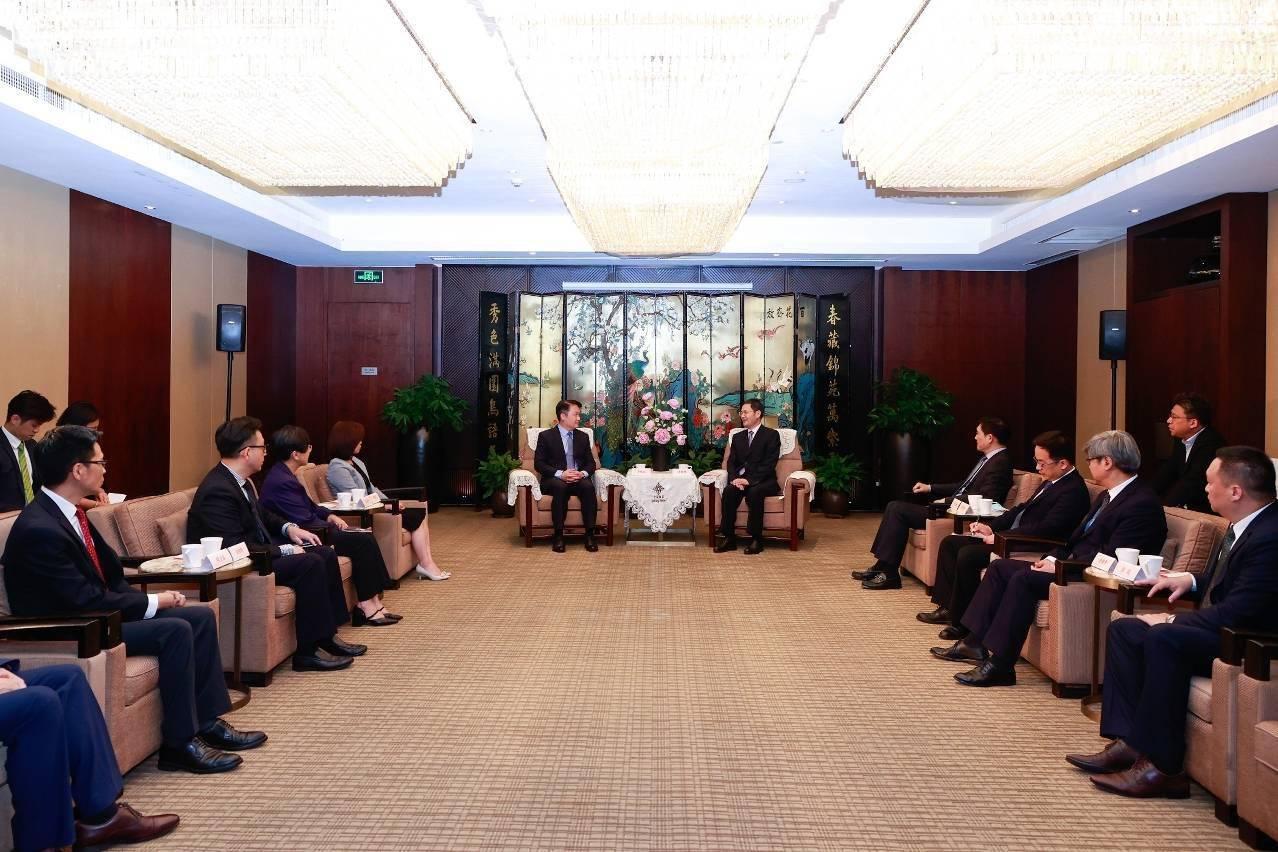 惠建林副省长会见澳门特区经济财政司司长李伟农
