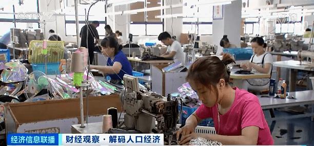 广州上千名老板街头举牌被工人挑:月薪过万难招工的照片 - 5