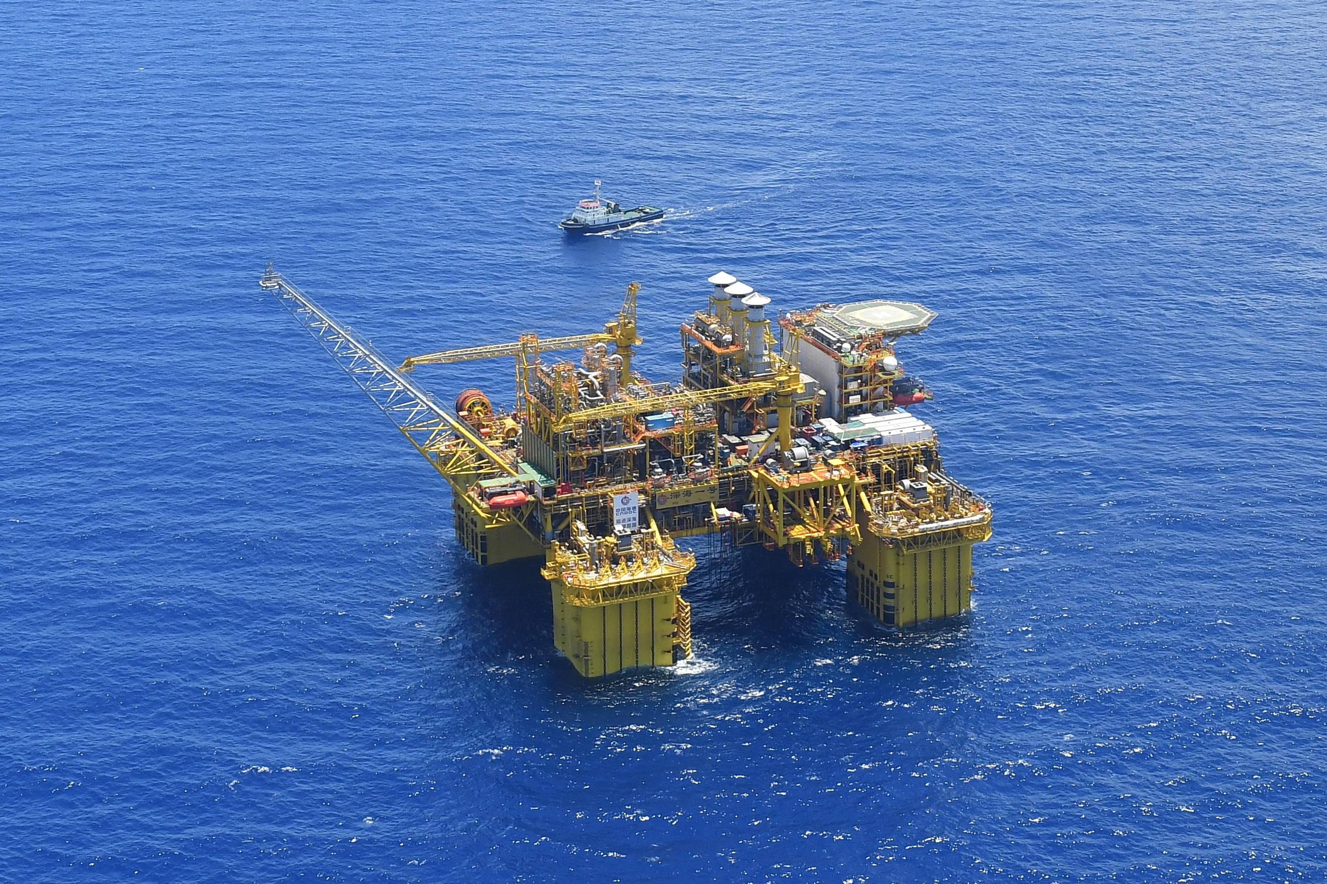 """探访我国十万吨级深水生产储油平台——""""深海一号""""能源站"""