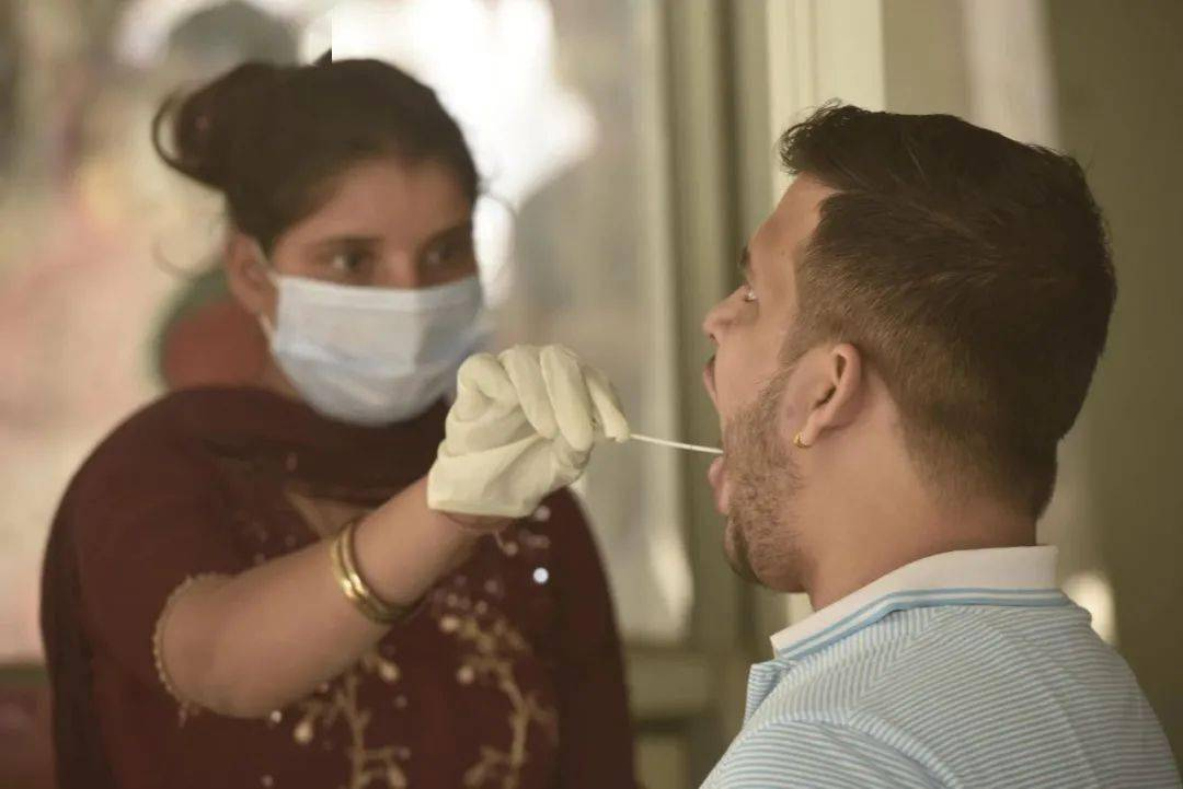鸿图2注册日增确诊病例仍达10万,印度冒险解封留下三大隐患(图2)