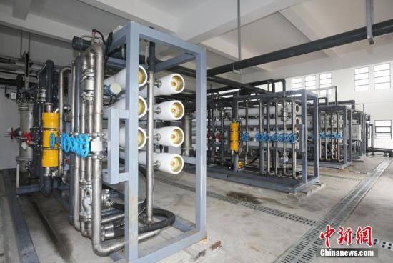 中国目前海水淡化总能力约为每日165万吨