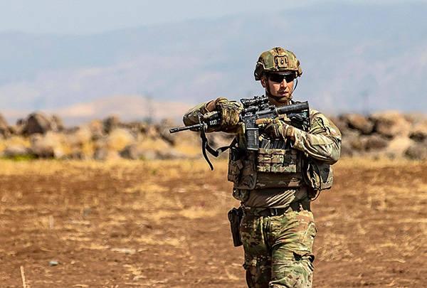 美军驻叙利亚基地遭火箭弹袭击,此前美方空袭亲