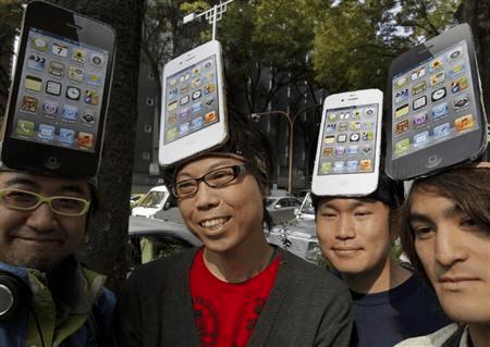 拥有一部iPhone4, 是2010年的社交圣经