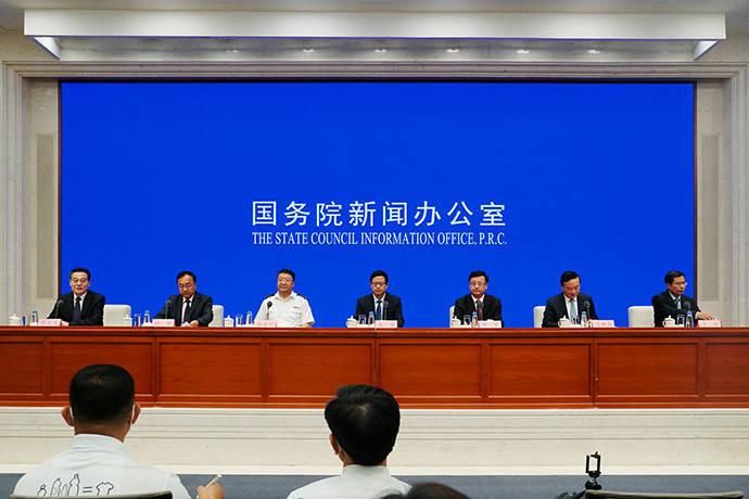 """翁祖亮:开展国外人才""""一证通用""""改革,逐步放开从业限制"""