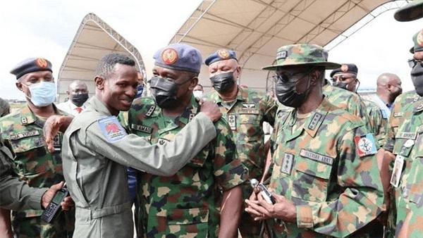 尼日利亚空军飞机遭匪徒击落,飞行员死里逃生