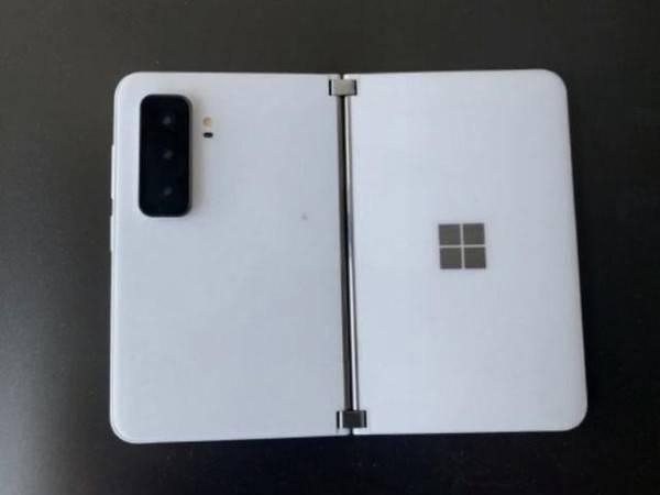 微软Surface Duo 2曝光!凸起的三摄像头模组很显眼