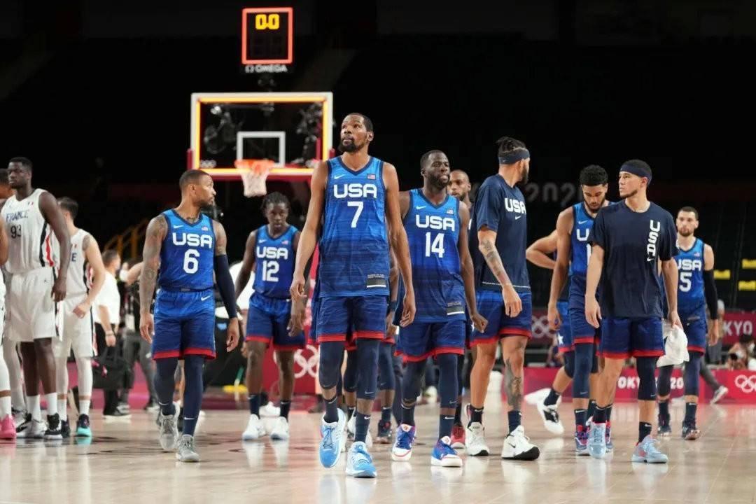 在美国篮协派出以杜兰特、利拉德、塔图姆和拉文等全明星组建的东