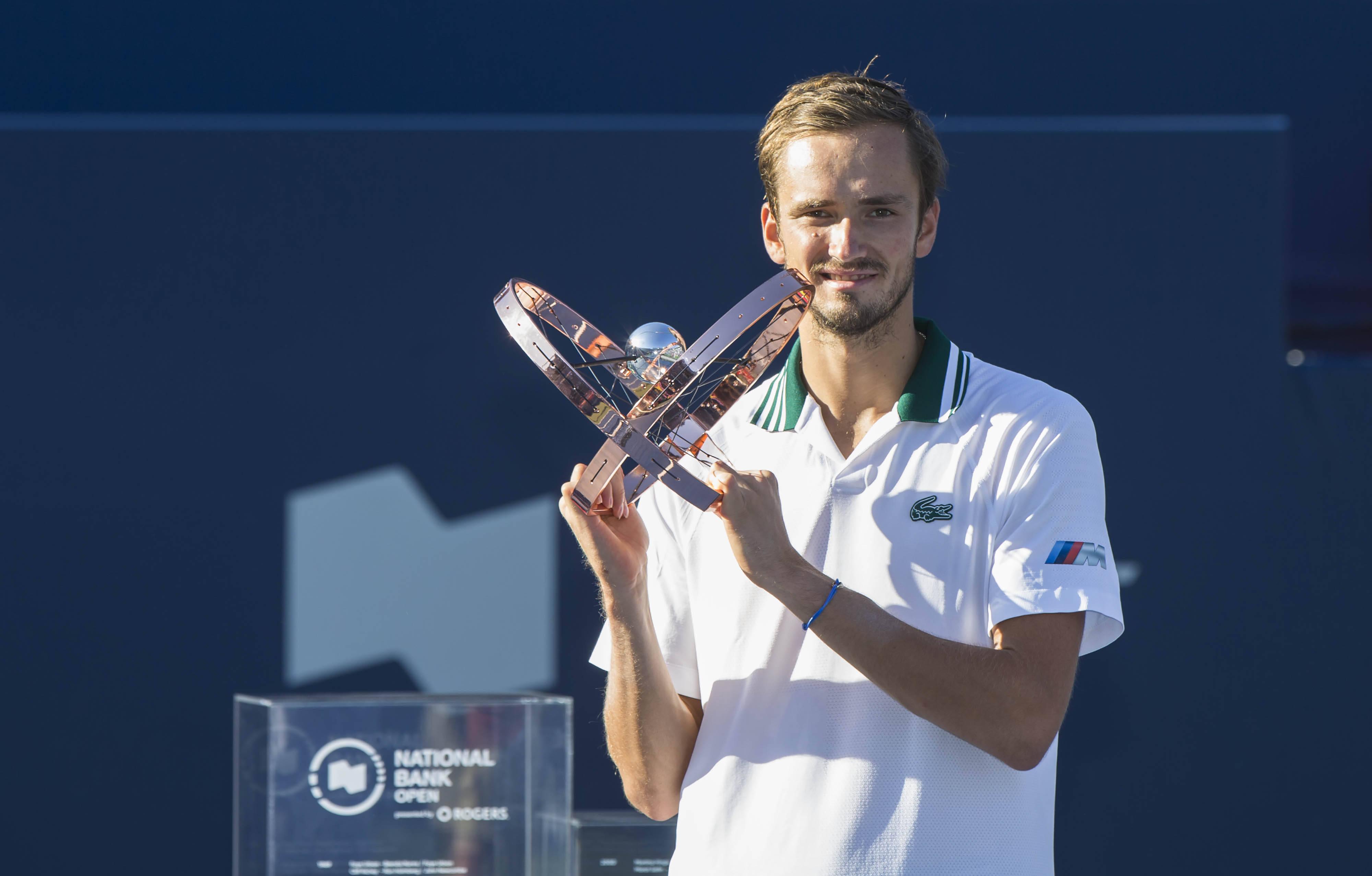 网球——加拿大国家银行公开赛:梅德韦杰夫夺冠