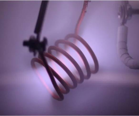 美国19岁的山姆泽鲁夫在自家车库里,研制出拥有1200个晶体管的芯片