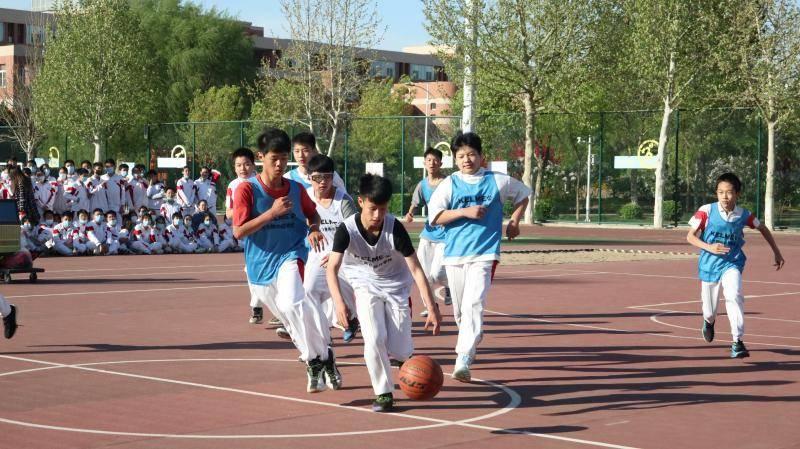 中考体育改革促进学生积极参与运动 高频需求让线上体育用品大卖