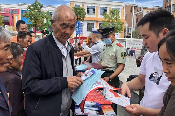 开阳县开展国防教育集中宣传活动