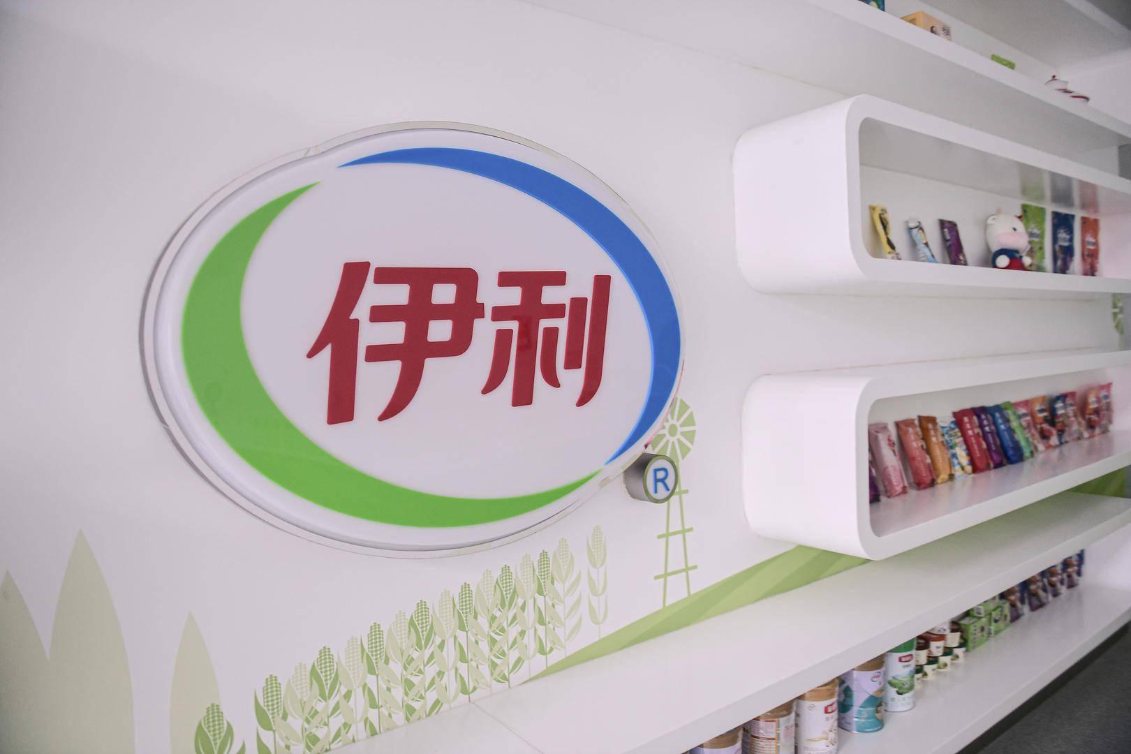 消费者吐槽酸奶块有虫后收威胁短信,伊利回应希望消费者报警 (图1)
