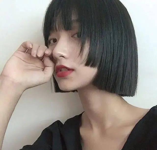 超适合圆脸女生的短发发型有哪些?秋季啥样的发型让圆脸的你也能散发魅力?