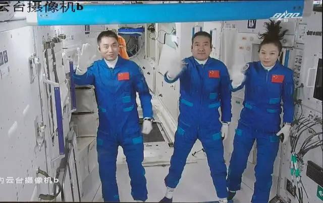"""在太空想上厕所怎么办?别担心!这群人让航天员""""方便""""起来很方便"""